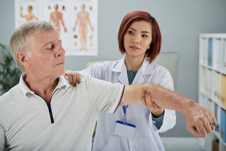 4 Questions Answered by Med Pros About Rotator Cuff Surgery Recovery